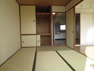 日本らしい落ち着いた雰囲気の和室です