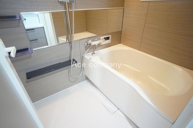 バス一式新調☆浴室にも窓あり☆浴室乾燥機完備です☆