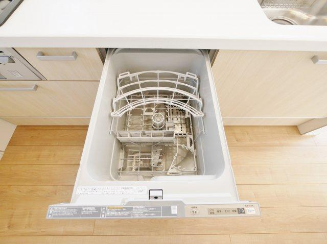 食後の片づけに便利な食器洗乾燥機が標準装備です