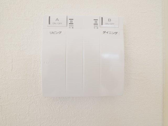 空気を汚さずに足元から暖かい床暖房が標準装備です