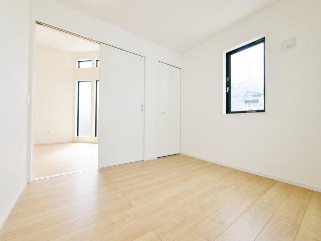 リビング続き間の洋室はスライドウォールにてフレキシブルに仕切れます お子様のお部屋や趣味のお部屋など多目的にお使いいただけます