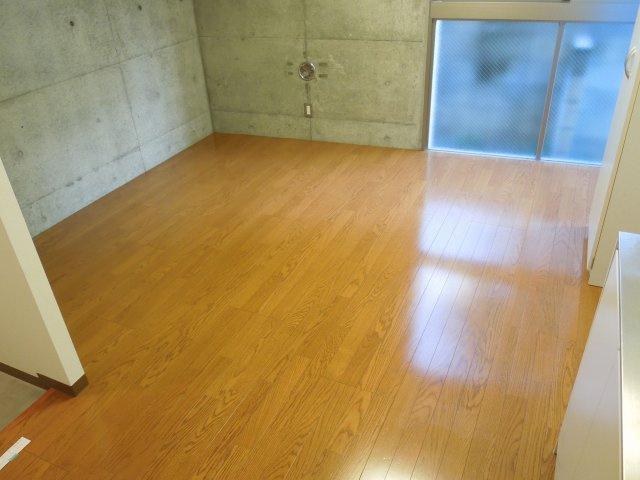 コンパクトで使いやすい洋室です※反転タイプの写真です。