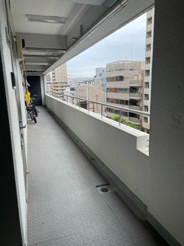 大通り側が廊下となっておりますので、お部屋のバルコニーは反対側なので静かです。