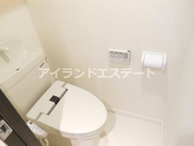 【トイレ】ウェルスクエアイズム三軒茶屋SOUTH 築浅 浴室乾燥機 2人入居おすすめ