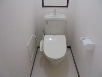 トイレのクロスもすべてリフォーム済ですので、清潔感がありますね。