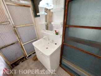 シャワー水栓の洗面化粧台です♪使い勝手がいいですね(^^)