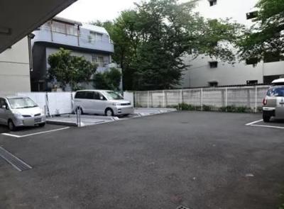 浮間公園ダイカンプラザの駐車場です。