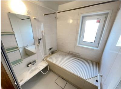 キレイな浴室。ユニットバスなのでお掃除がしやすいです。