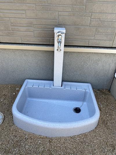 外部水栓。お車の洗車やお花の水やりなどに便利です♪