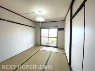 和室6帖です♪バルコニーに面した明るく開放的な居室です!足を伸ばして寛げる居室です(^^)二重サッシで防音対策も出来ております♪