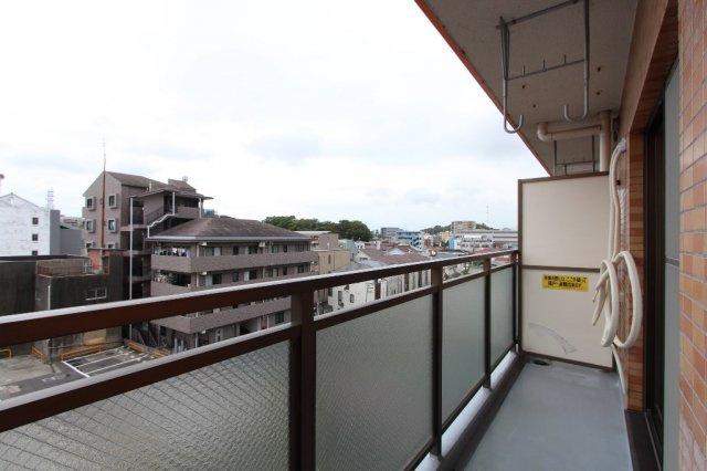 藤沢駅方面を望む開放的な眺望♪5階部分南西向き、日当たり良好〇洗濯物もしっかり乾きます。東海道本線「藤沢」駅徒歩15分!の駅まで徒歩圏内アクセス良好のロケーションでございます!