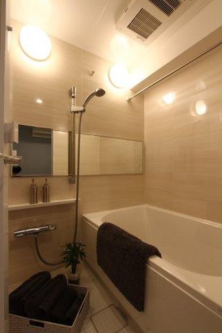 ゆったりくつろぎいただける広々としたユニットバス新規交換済み!〇花粉や天候を気にすることなく便利な浴室換気乾燥機〇短時間で適温にでき、常に快適な入浴ができる追い炊き給湯です♪