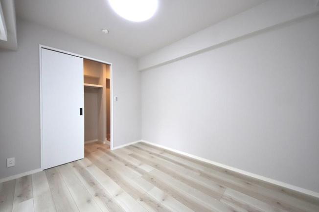 キャッスルマンション戸越公園:約5.4帖の洋室2にはウォークインクローゼットが付いております!洋室2にもバルコニーが付いております♪