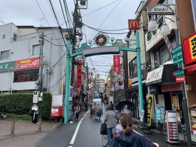 西武新宿線「野方」駅まで徒歩6分。駅前商店街を抜けた閑静な低層住宅街に立地(2021.09.04撮影)。
