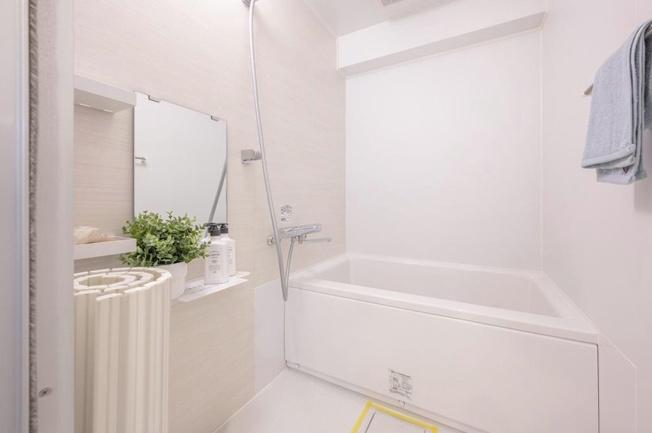 マンションヴィップ中野坂上:白を基調とした浴室です!