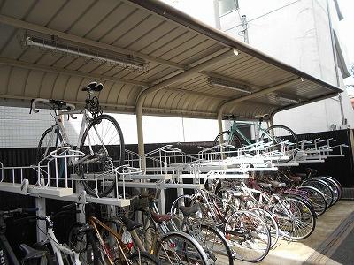 屋根付き駐輪場完備