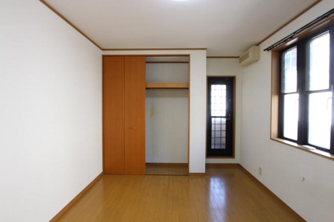 2階洋室の3部屋には、各部屋収納がございますので、それぞれがプライベート空間を十分に確保できます。