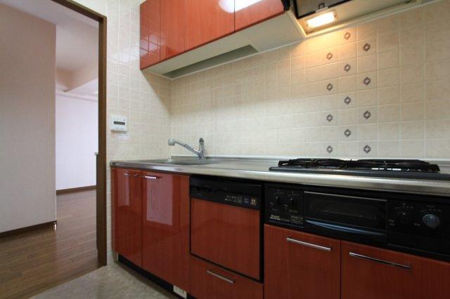 食器洗乾燥機付きシステムキッチンは、家事の時短にもつながり家族の時間や自分時間が増えそうですね。