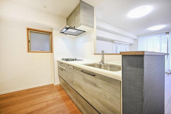 ユニーブル西荻窪Ⅱ:食洗機付き対面式システムキッチンなので調理しながらコミュニケーションが取れます♪