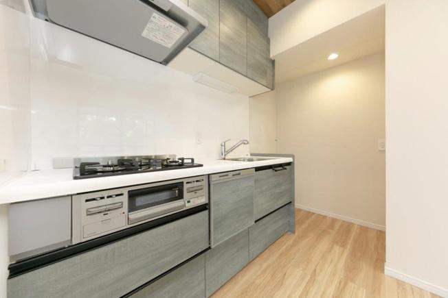 グランドメゾン川口:食洗機付きシステムキッチンは収納豊富なのでお皿や調理道具などたくさん収納できます!