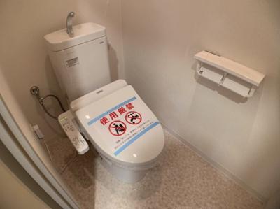 トイレもきれいです。温水洗浄機能つきです。