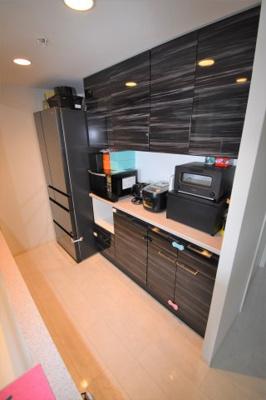 収納も豊富にあるキッチンです。