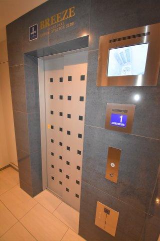 エレベーターで14階へ
