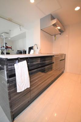 キッチンは人造大理石です。