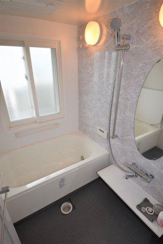 ユニットバスです。浴室乾燥・暖房・冷風付き