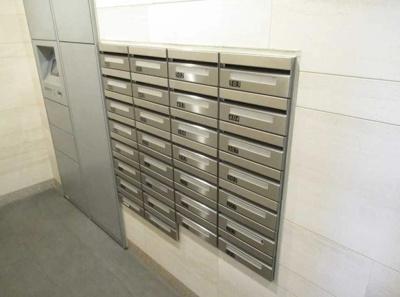 ヴェレーナ祐天寺の宅配ボックス、メールボックスです。