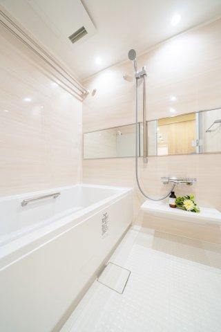 浴室も新規交換につき快適です 雨の日のお洗濯や寒い冬場の入浴に便利な浴室換気乾燥機が標準装備です