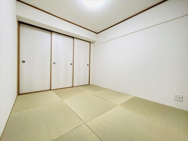 琉球畳を新調しております!縁が無いのでスッキリとしていておしゃれな雰囲気に仕上がっています♪