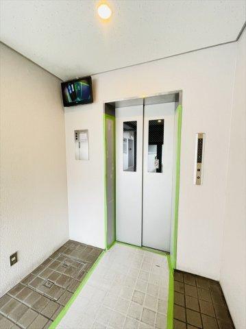 モニター付きエレベーターで防犯性も安心!