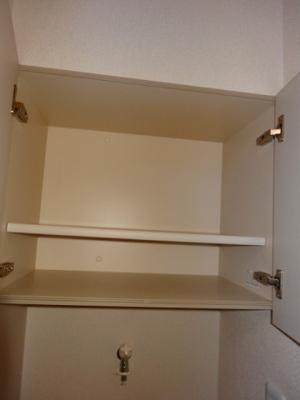 洗濯機置き場の上部には収納スペース★