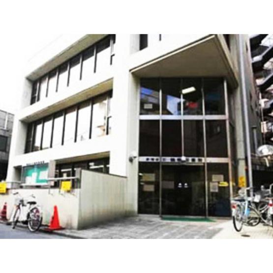 図書館「新宿区立中町図書館まで676m」