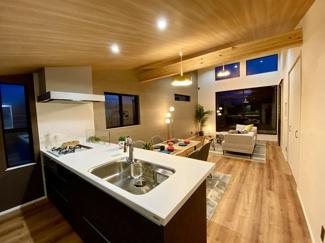 室内配色も窓枠から床材、壁紙までご自由にお選びいただけます。
