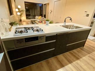※モデルハウス建築施工例  対面カウンター式キッチン、食洗器付きです。