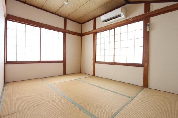 6畳の和室。 陽当たりはもちろん! 梁がかっこいいんです!