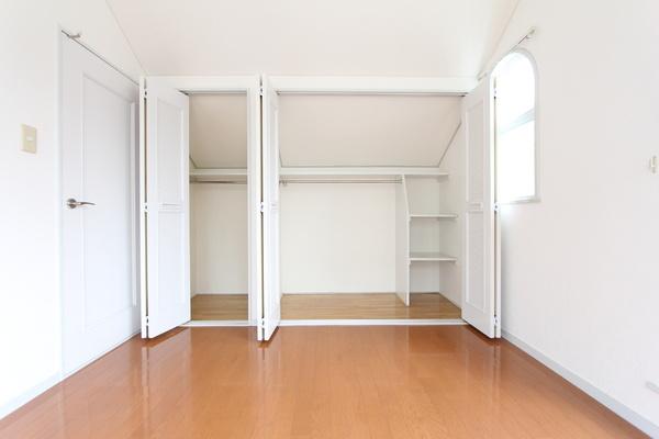 6畳洋室部分の収納。