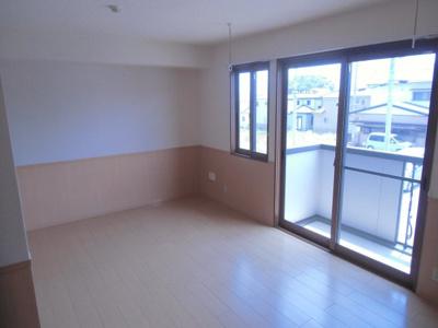 ※写真は2階のお部屋です。