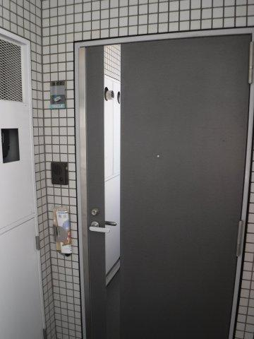 オシャレなドアの玄関
