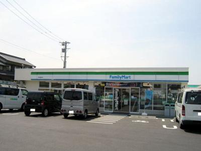ファミリーマート幸田菱池店まで400m