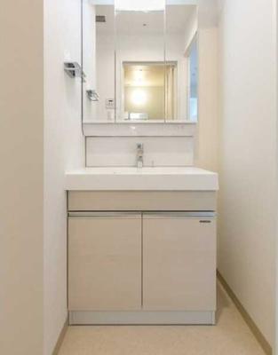 【洗面所】三茶 築浅 駅近駅徒歩1分 独立洗面台 浴室乾燥機