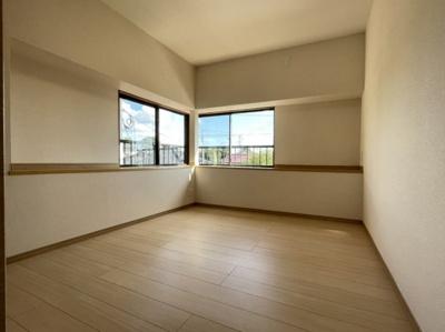 二階東側洋室