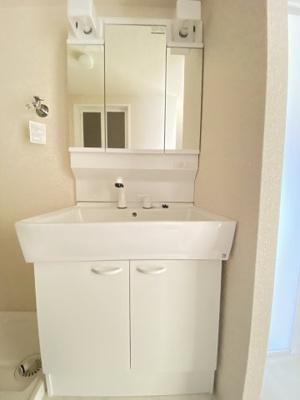 洗面化粧台も新調してきれいですよ。