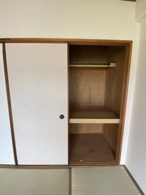 和室には押入れ収納があります。