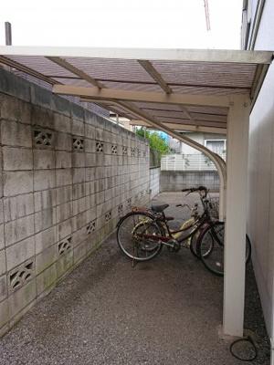 屋根付きの駐輪場もあります!