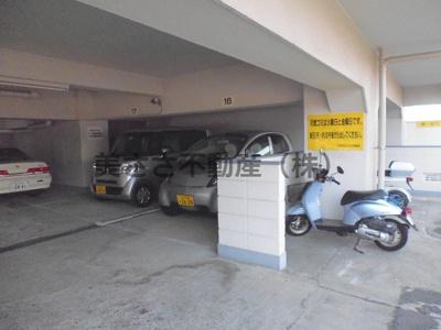 建物内駐車場 現在満車です
