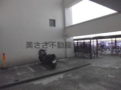 バイク置き場・駐輪場 駐輪代かかります