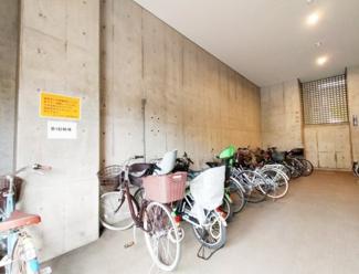 《駐輪場》屋根があるので雨の日でも快適な駐輪場。